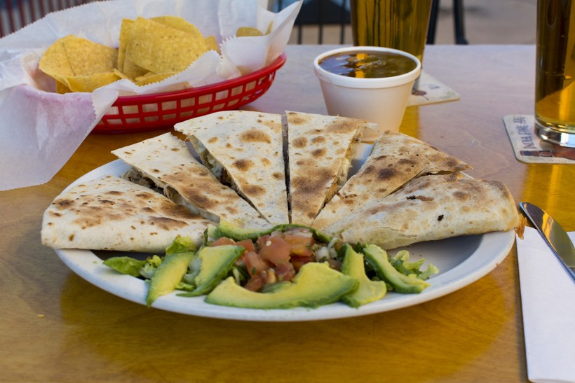 Quesadillas, aguacate, nachos y guacamole. ¡Comida delivery mexicana en España!